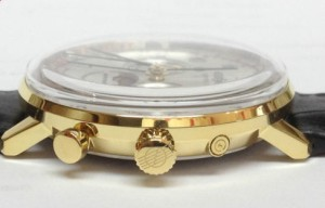 But watch that crystal - retro Hesalite - means watch thickness up to 12 mm.