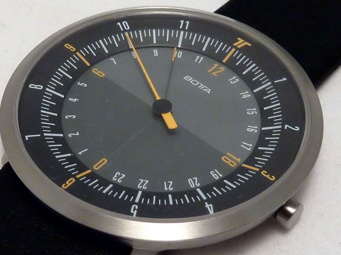 Note the darker shade of the bottom half of the dial