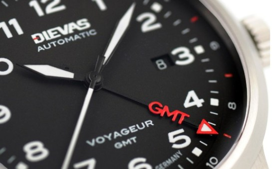 """hidden"" GMT pointer with red Super-LumiNova arrow tip."