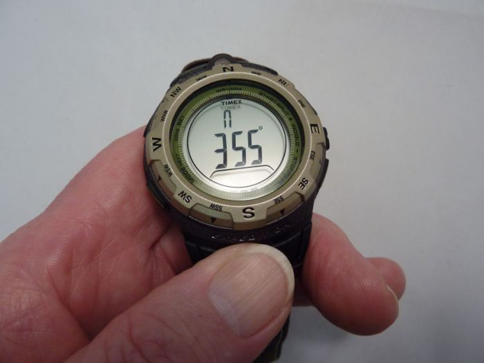 In Compass mode display shows heading in degrees, at the 12 position. North shown with the single dot marker