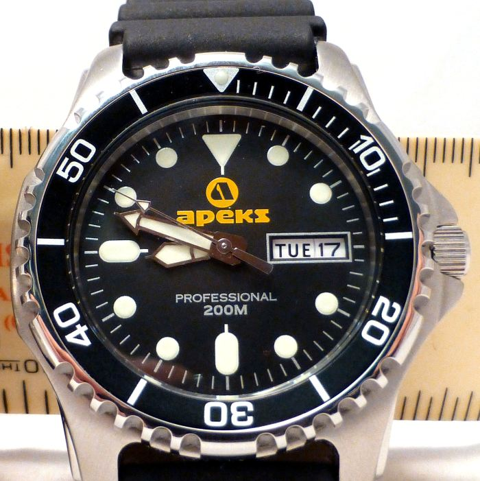 Good dial layout, broad decent length hands and good lume.