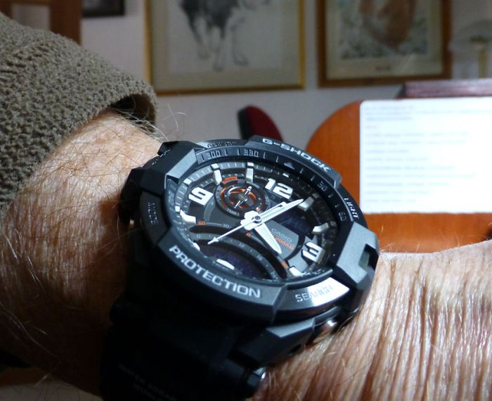 Big watch but manages to fit a smallish wrist!