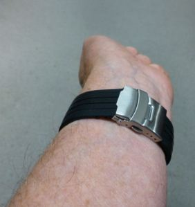 Deployment means flat on the wrist - for a neat fit.