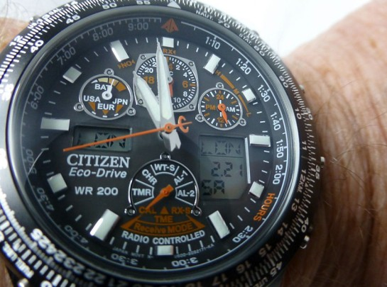Well defined dial with great hands to background separation