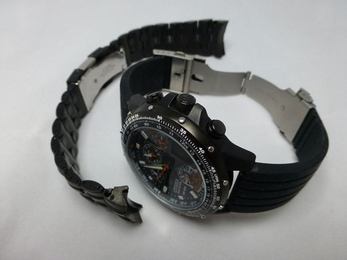 Skyhawk JY0005-50E - Original steel bracelet changed for Silicon deployment - means 196gms to 110gms.
