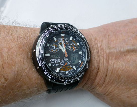 Skyhawk JY0005-50E at 45mm diameter fits well with silicon strap.