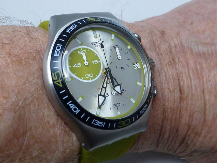 On the wrist - sits well at 40mm x 12.5mm depth. Lug to lug is just 45mm.