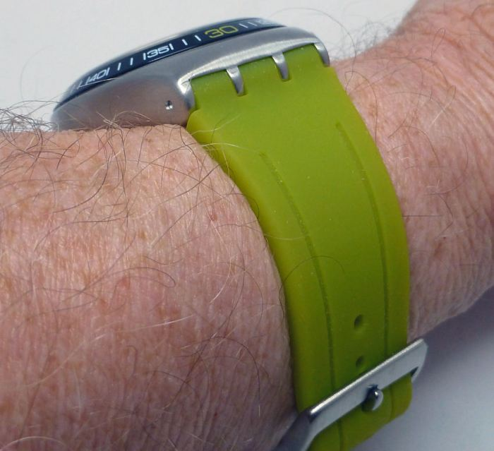 Eye catching strap in very soft and comfortable rubber - gives a neat fit.