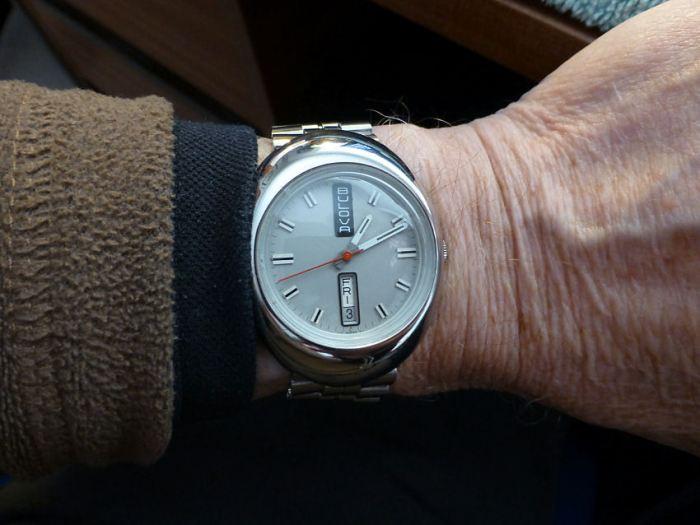 Great wrist fit - 37.5 mm x 39 mm lug to lug plus original Kreisler Stelux bracelet