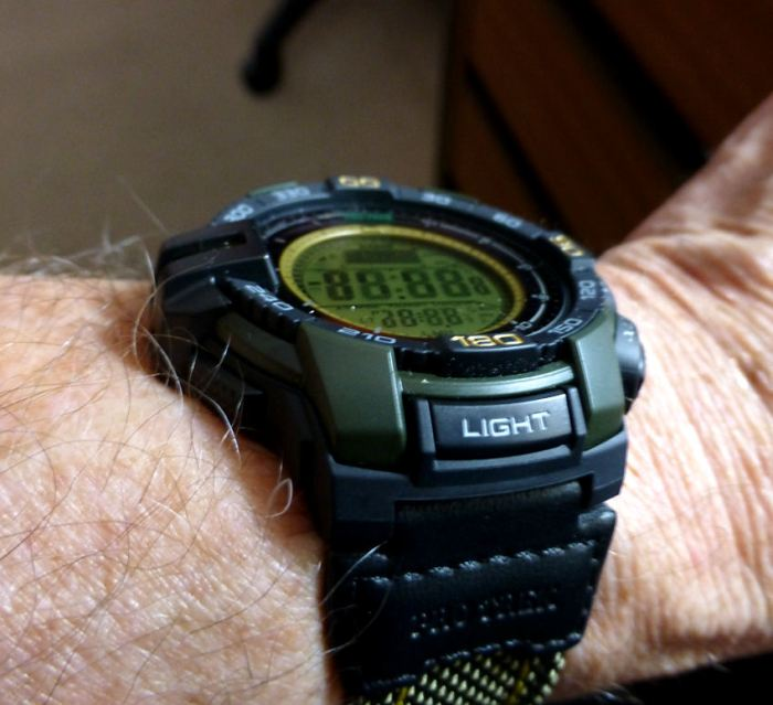 Note the textile band close fit to the wrist.
