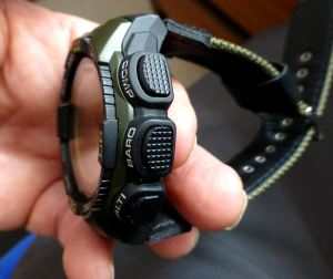 Note strap allows small wrist fitting (has no extenders fro case)