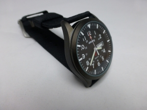 Good size at 40 mm diameter and just 11 mm thickness makes for a neat watch.