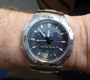 Casio WVA-470 Wave Ceptor - default Day date view