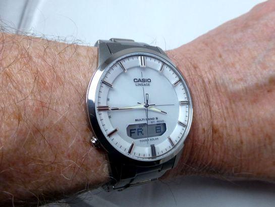 Neat case size & bracelet fitting - easily fits my 165/70 cm wrist.