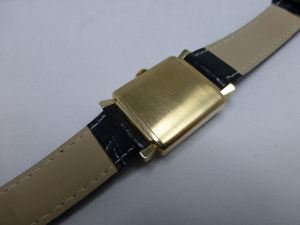 Neat brushed gold finish with fancy lugs - classic.