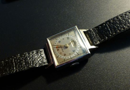 Movado Ladies Day & Date Calendar index model. Circa 1950